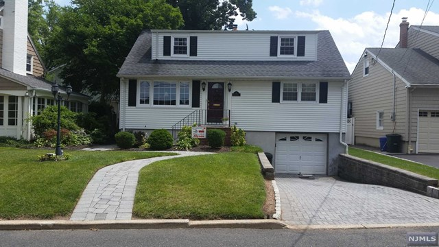 50 Wood St, Hasbrouck Heights, NJ 07604