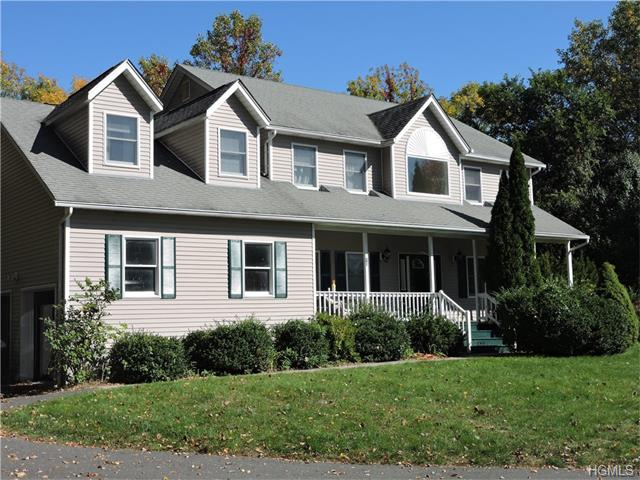 10 Matthew Drive, Chestnut Ridge, NY 10977