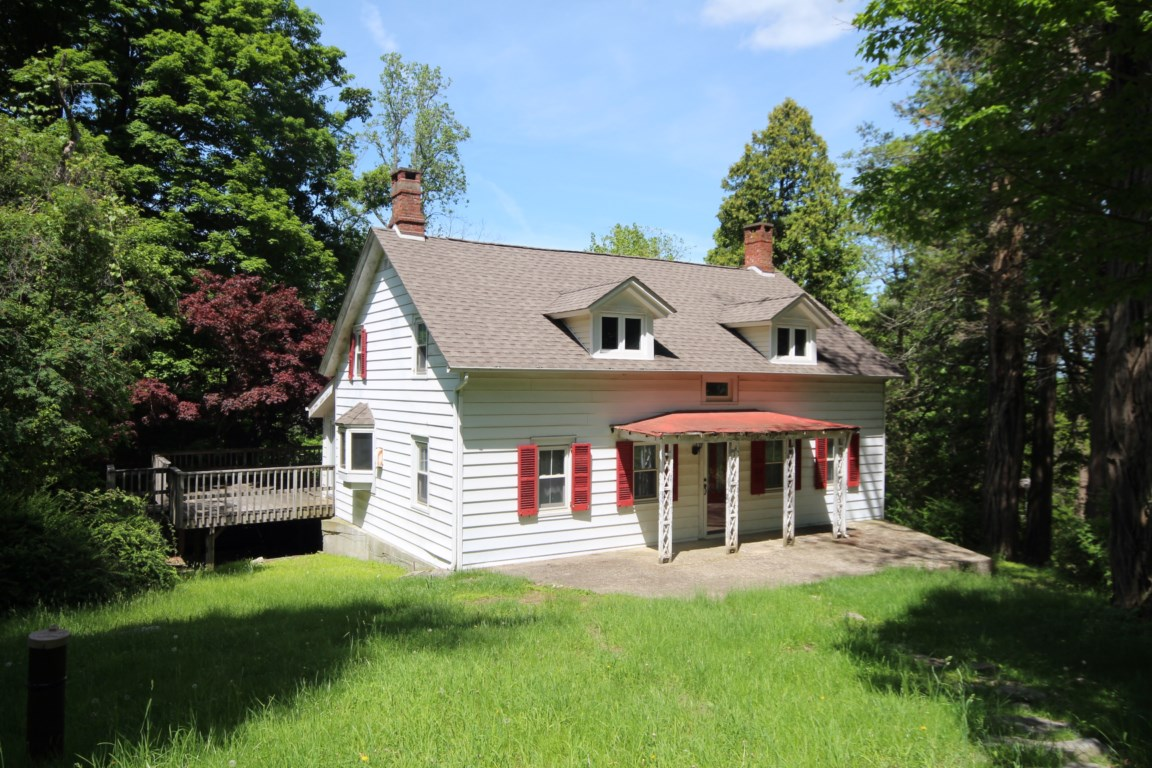 119 W Hook Rd, Hopewell Junction, NY 12533