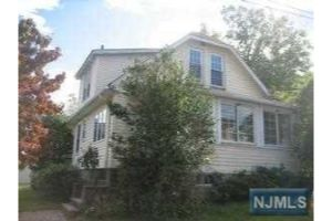 Home For Sale at 8 Fern Ave, Caldwell NJ