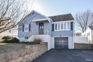 Home For Sale at 38 Grandview Dr, Woodland Park NJ