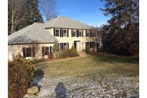 Home For Sale at 24 Burnett Brook Dr, Randolph NJ