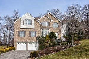 Home For Sale at 12 Jenny Ln, Wayne NJ