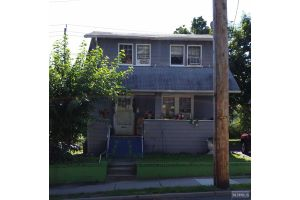 Home For Sale at 11 Dick St, Bergenfield NJ
