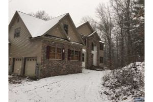 Home For Sale at 61 Virginia Ln, Livonia NJ