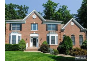 Home For Sale at 8 Cliff Rd, Wayne NJ