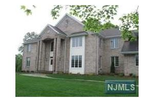 Home For Sale at 94 Pancake Hollow Dr, Wayne NJ