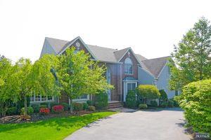 Home For Sale at 41 Gates Pl, Wayne NJ