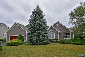 Home For Sale at 8 Gates Pl, Wayne NJ