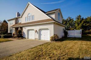 Home For Sale at 21 Gates Pl, Wayne NJ