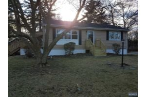 Home For Sale at 18 Spruce Ave, Lincoln Park NJ