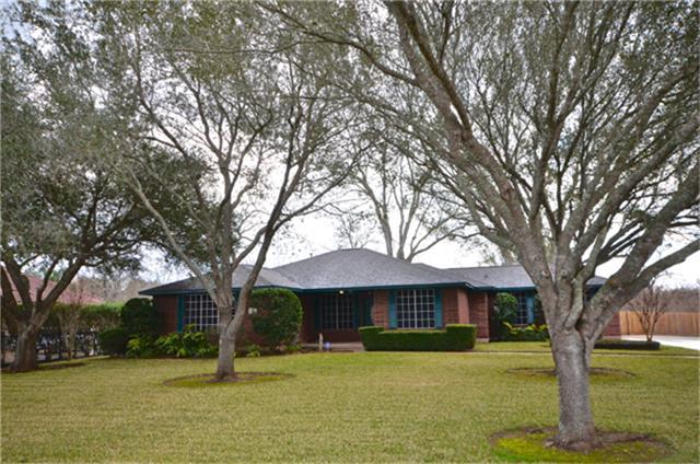 5011 Raintree Dr, Missouri City, TX 77459