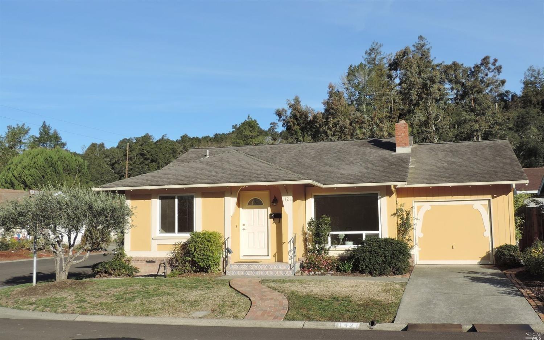 1421 Oak Circle, Healdsburg, CA 95448