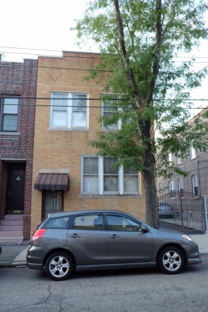 59-23 Menahan St, Rodgewood, NY 11385