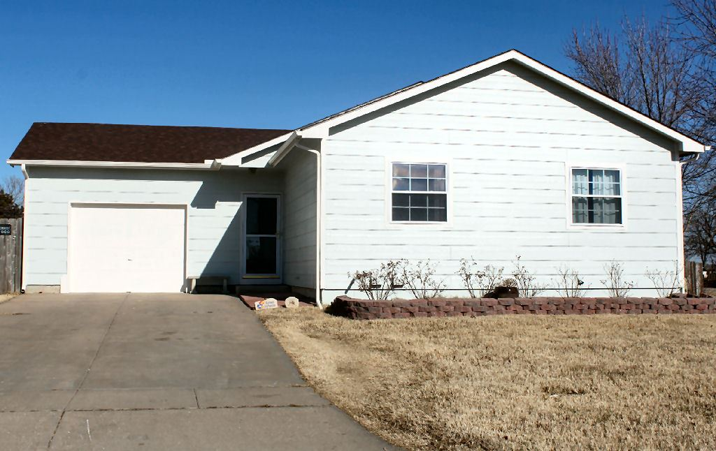 750 E Rolling Hills Dr, Clearwater, KS 67026